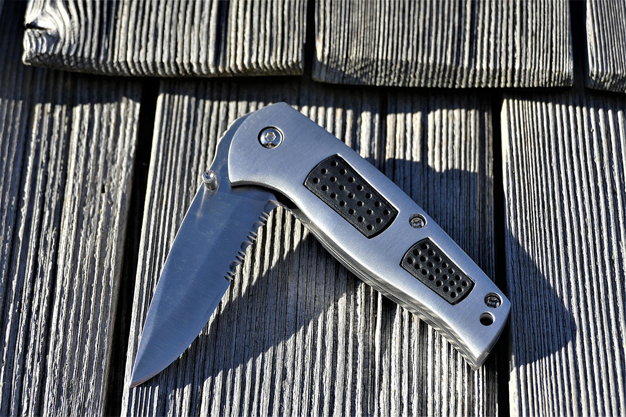 out the front pocket knife